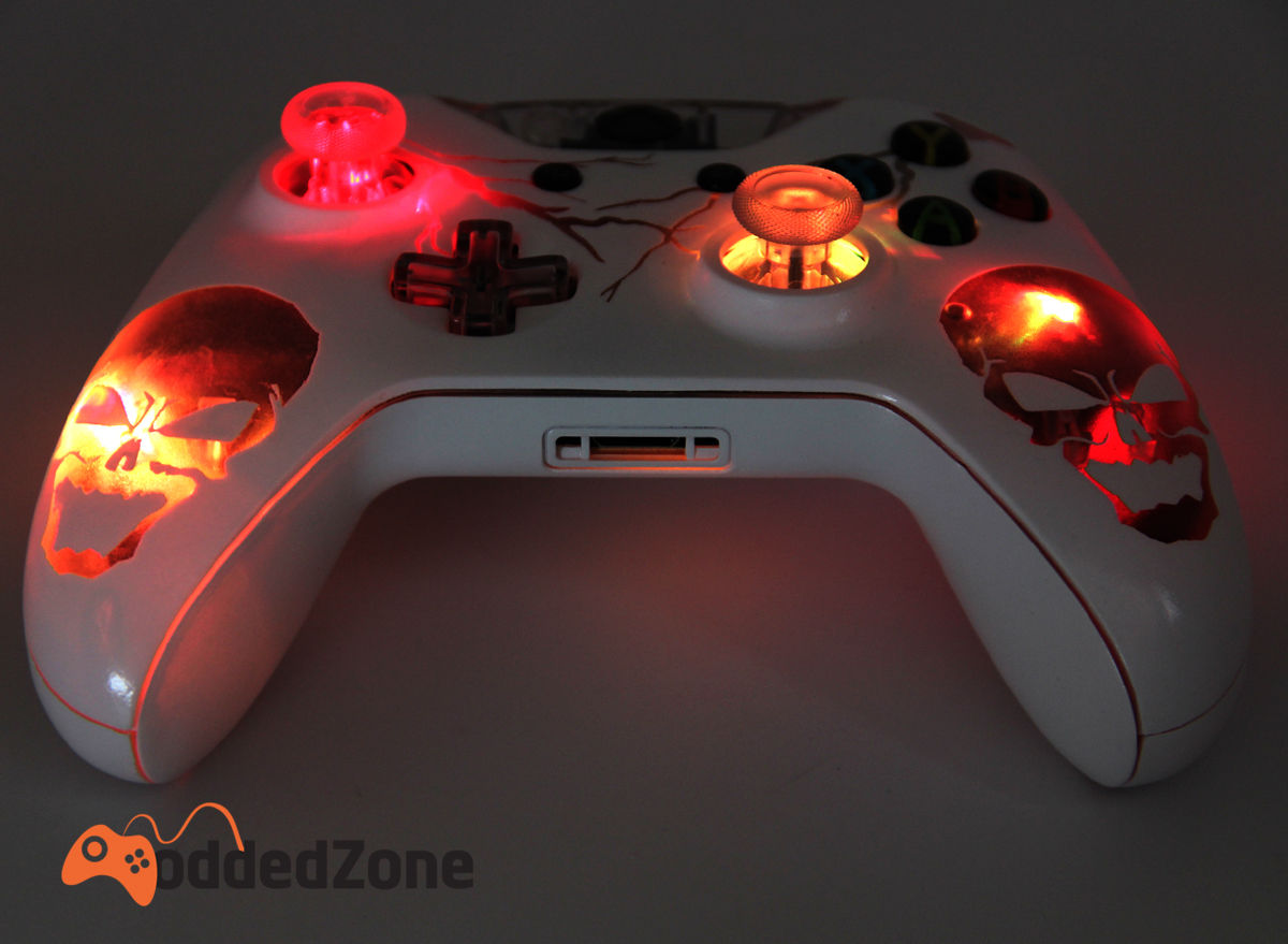 """SKULLS ILLUMINATING"" XBOX ONE MODDED CONTROLLER"